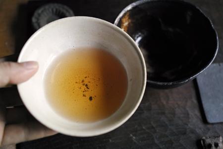 白いチェコ土の茶杯