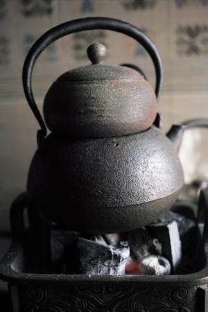 茶葉を乾かす