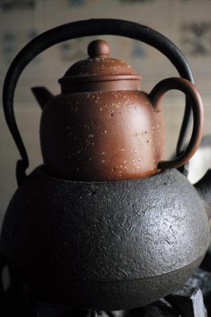 茶壺を温める
