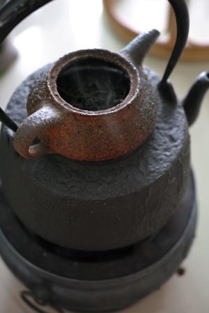 茶葉を温めて乾かす