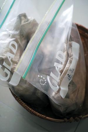密封チャック付きの袋に餅茶