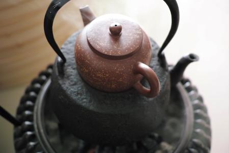 茶壺を蒸して温める