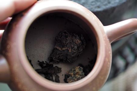 茶葉を熱する