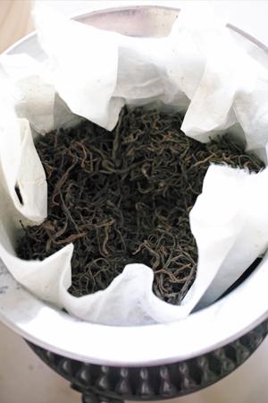 茶葉を炙る