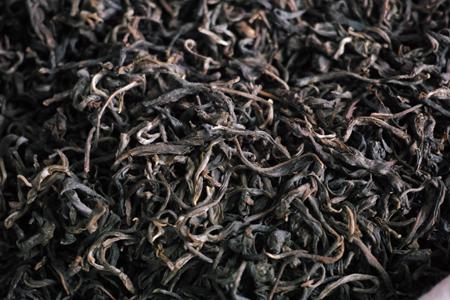 茶葉の色が黒くなる