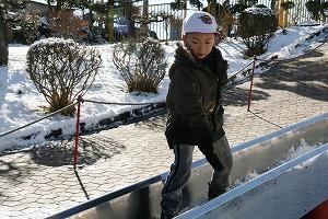 雪の日のローラー滑り台