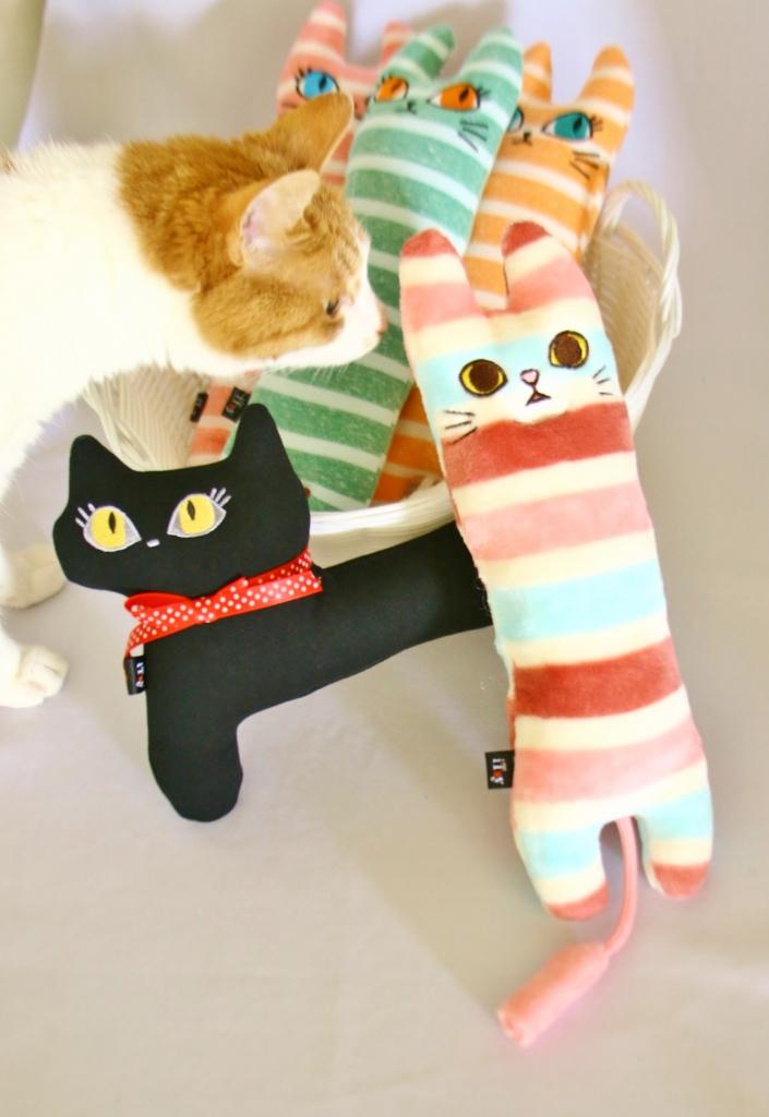 猫雑貨 猫 おもちゃ 秋田 枕 ケリケリ 首輪