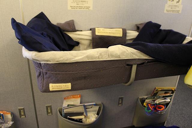 航空機用乳児寝台