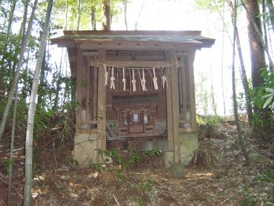 深山神社奥の祠