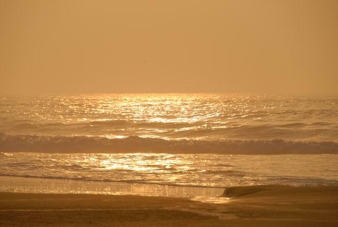 朝やけの海