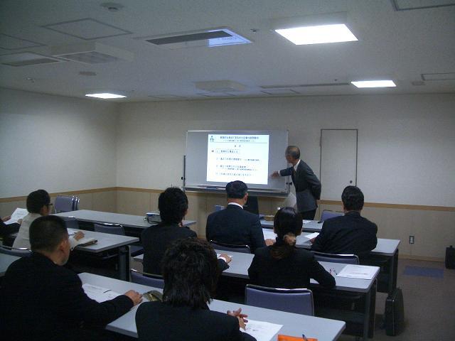 所長の安田が中小企業の経営動向について解説しています