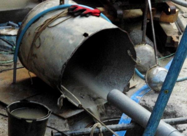 井戸掘削、水が出た!