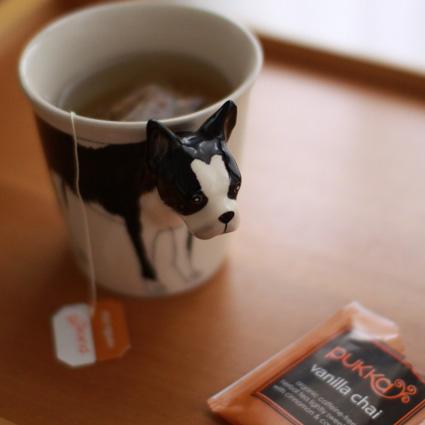犬マグカップとチャイティー