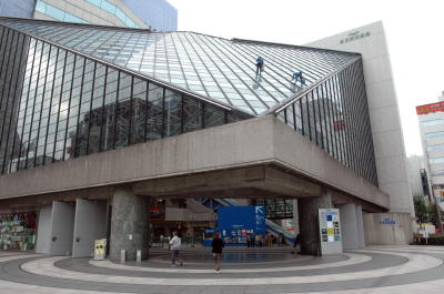 東京芸術劇場会場正面