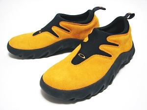 オークリーのオレンジの靴
