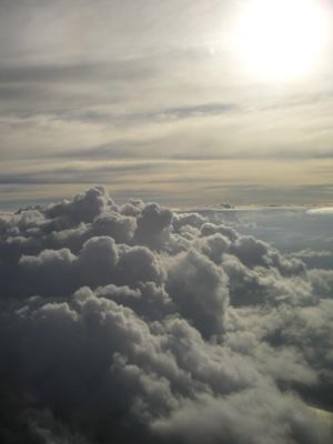 飛行機から見る絵画のような空