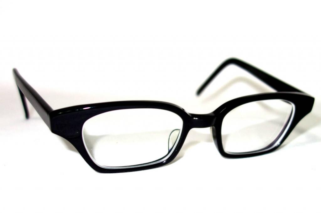 白山眼鏡店黒縁フルリム眼鏡度入り