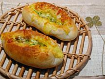 ごぼうチーズパン焼成