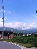 青い空に白馬の山