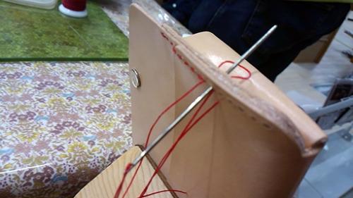 革を縫う、縫い方のルールが細かく決まっている