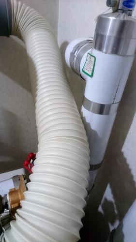 湯沸かし器の吸気パイプ