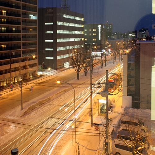 夜景・シャッタースピードを遅くして車のライトの軌跡を撮影