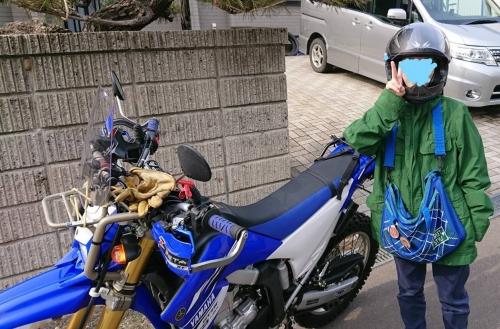 バイクに乗る娘