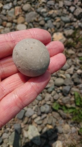 まんまるの石