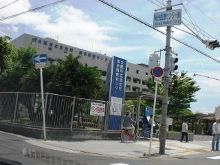 大阪府立急性期総合医療センター前の交差点