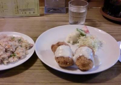 カニコロッケと炒飯(半分)