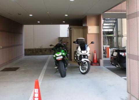 ホテルの二輪P