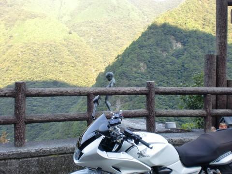 小便小僧とバイク