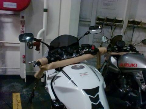 船内のバイク