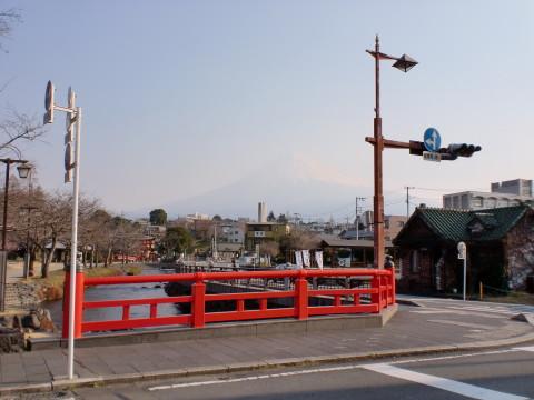 信号の向こうに富士山
