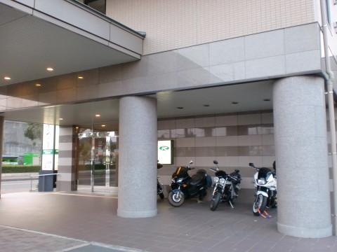 ホテル二輪駐車スペース