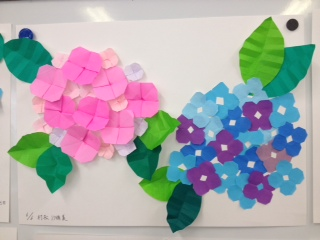 折り紙も折ります。それぞれの個性が出ておもしろいですね。