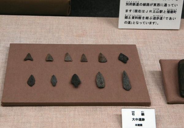 石鏃(せきぞく;石のやじり)