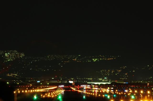 夜の滑走路