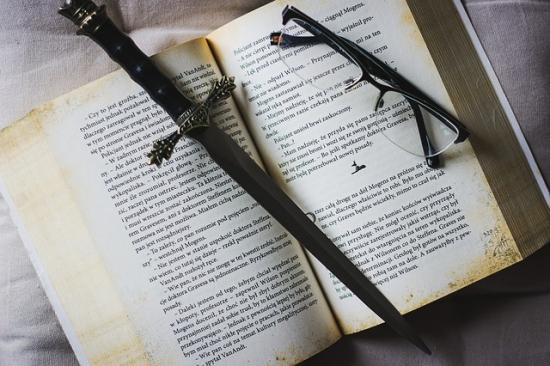 本とダガー