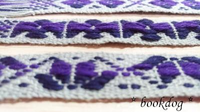 紫の花模様