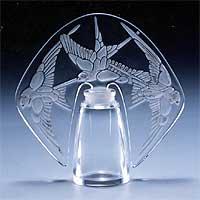 3羽の燕の香水瓶