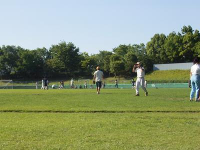 バリ人がソフトボールをする