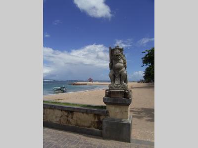 バリ島サヌールの海辺