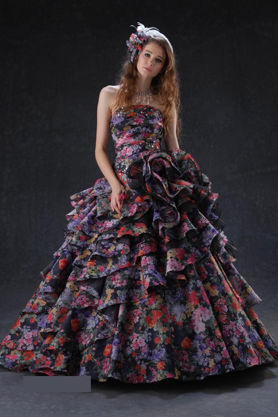 b43882bad179ca ドレスショップadeux函館店に新作カラードレスが入荷となりました
