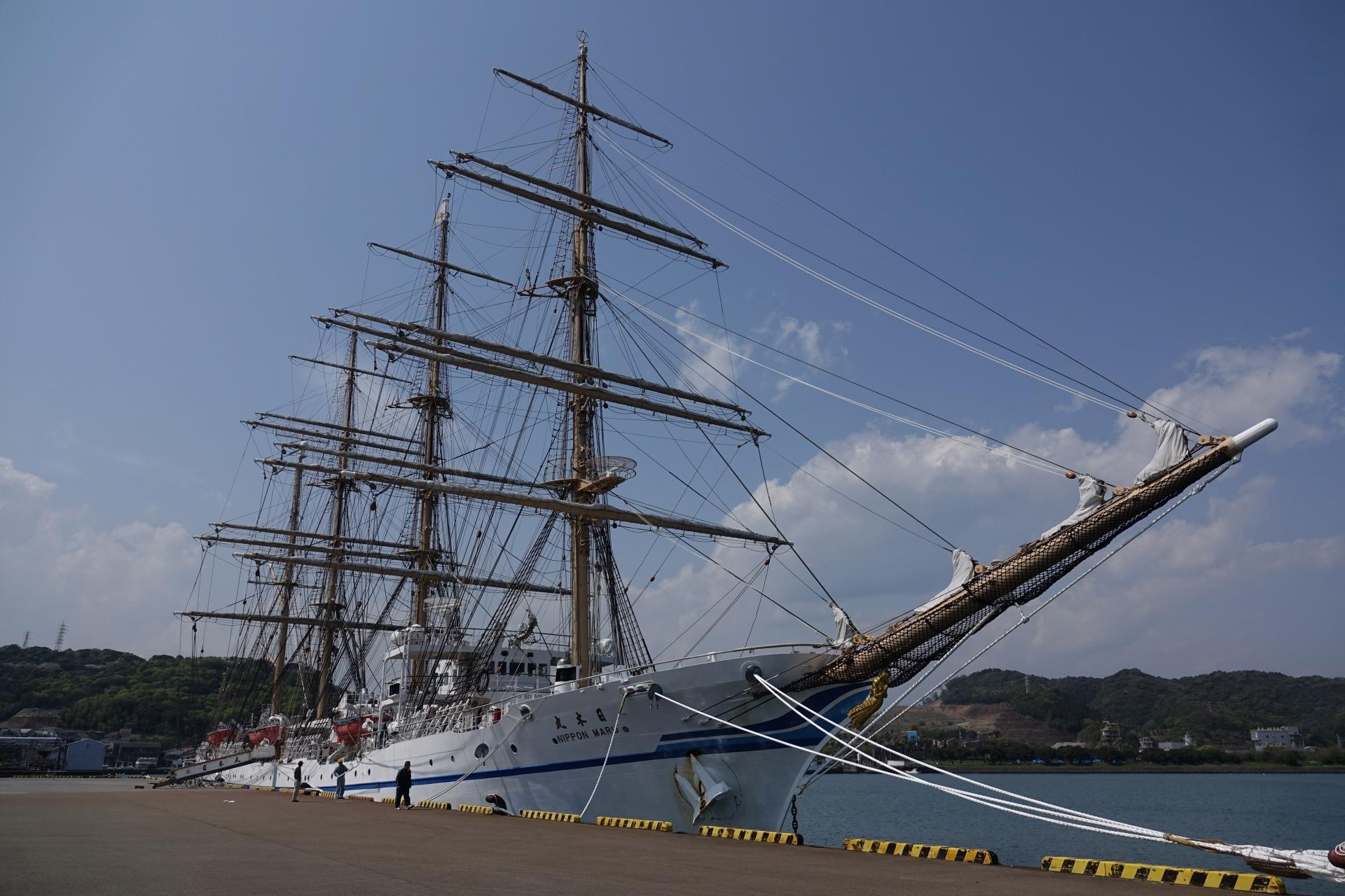 細島港に帰港中の日本丸