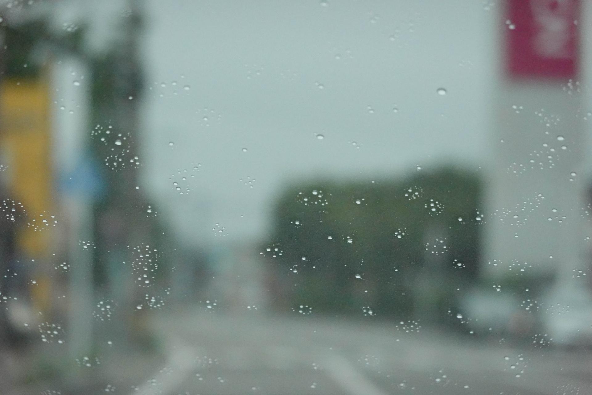 雨が降り出す