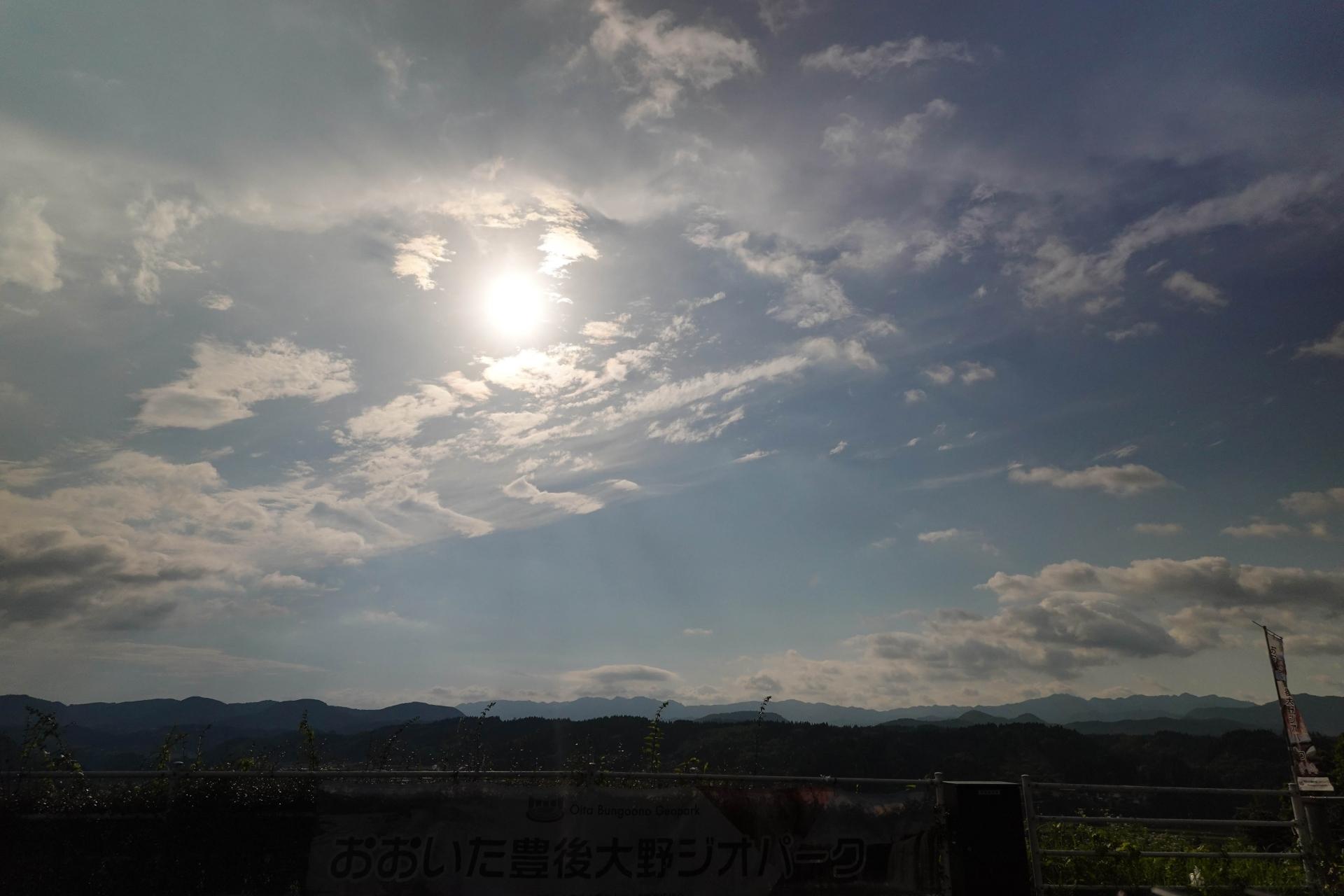 晴れ始めた空