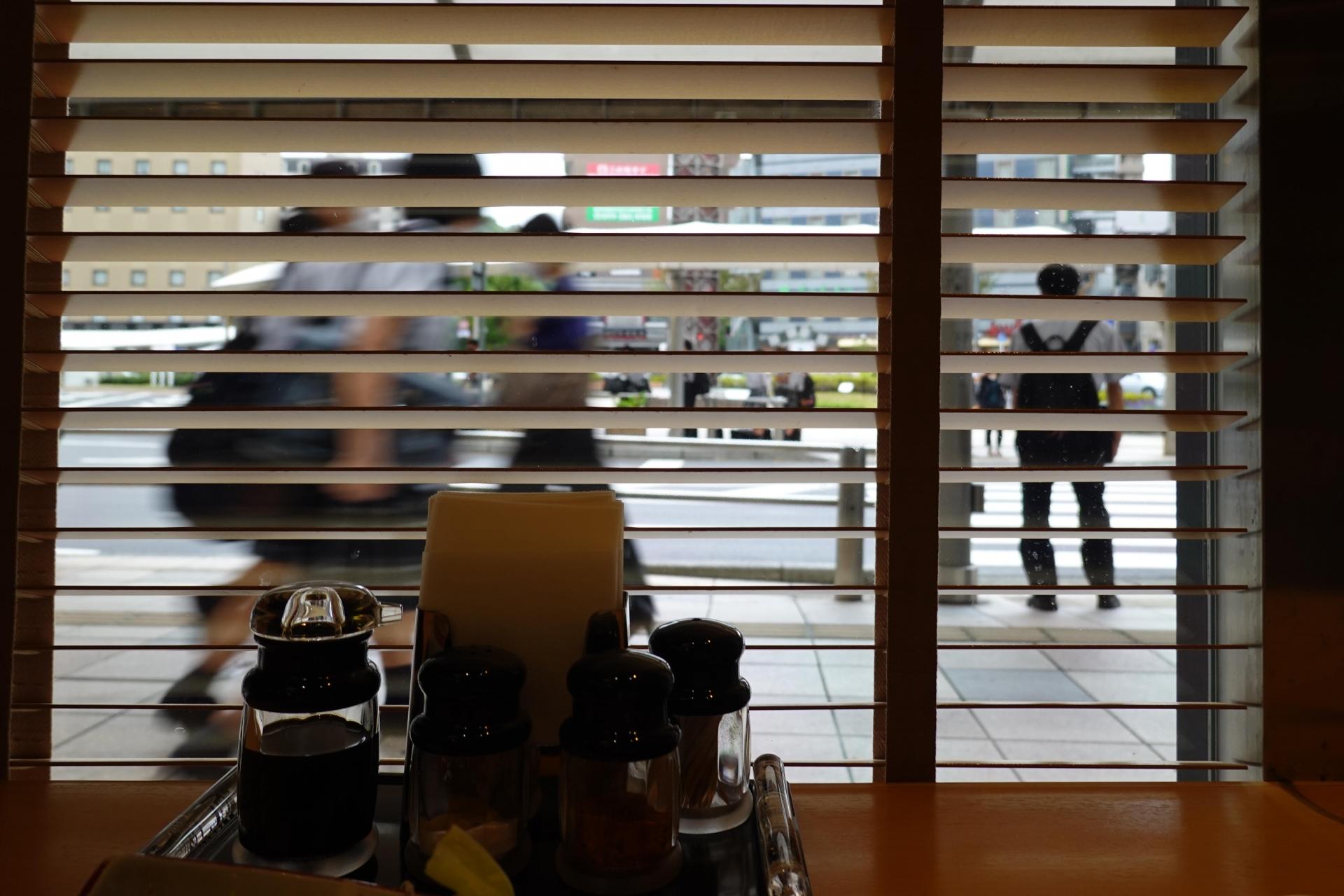 朝食会場の窓
