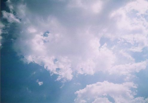 ベランダから見た青空 (LOMO)