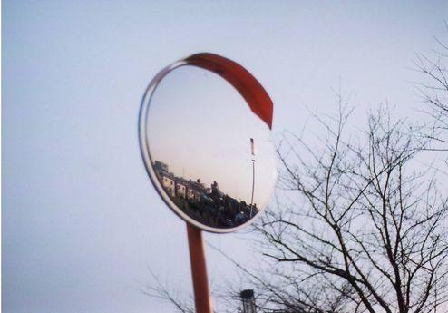 鏡の中の街。(Contax Aria)